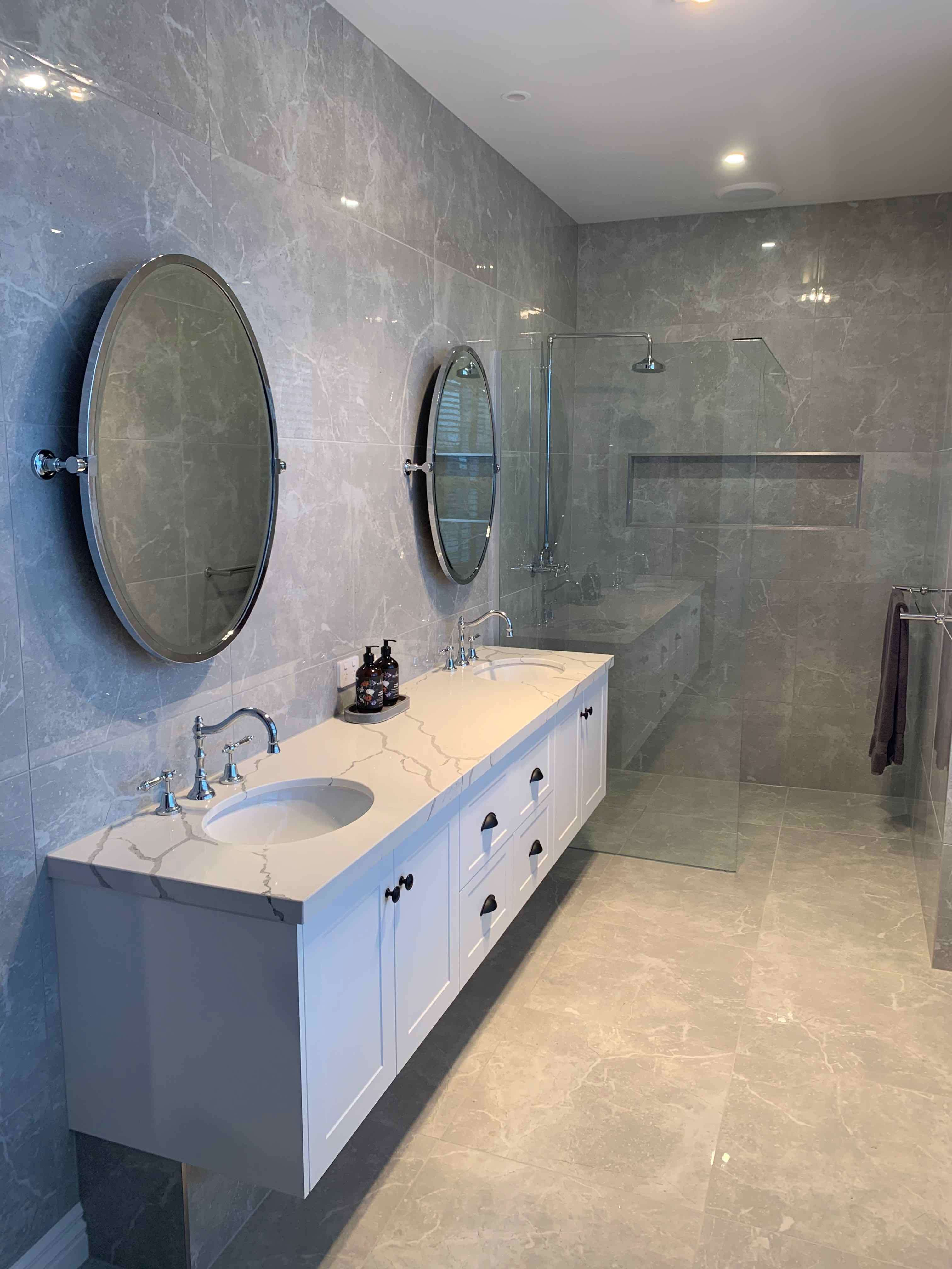Ensuite in Ranch Style home by Virtue Homes